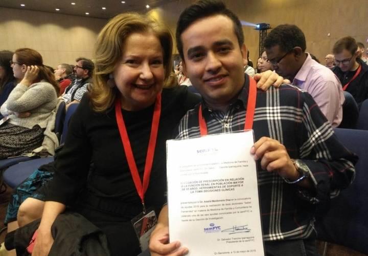 Beca Isabel Fernández de SemFYC,  para Adalid Maldonado, R4 de la Unidad Docente de Medicina Familiar y Comunitaria de la EOXI de Ourense, Verín y Barco