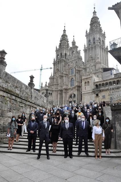 Los 31 colegios profesionales sanitarios de Galicia homenajearon a las víctimas del covid-19