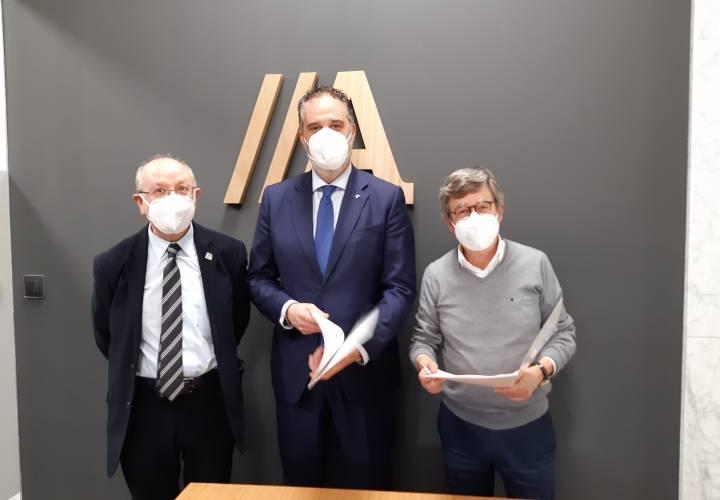 ABANCA y el Colegio de Médicos de Ourense trabajan en busca de nuevas líneas de ?nanciación.